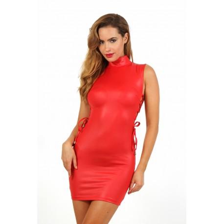 Robe rouge lacée coté